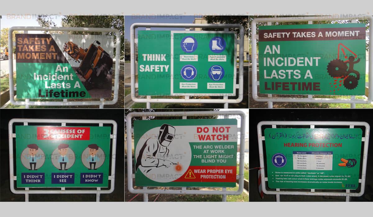 outdoor signs in karachi